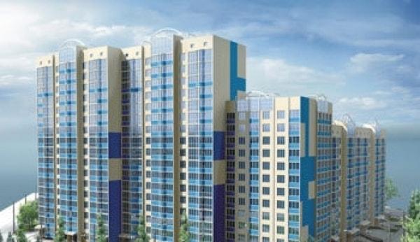 Власти москвы хотят продавать лишние квартиры в новых домах .